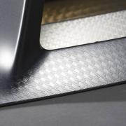 Structured chrome est un décor créé par le service Recherche & Développement du Groupe Plastivaloire.